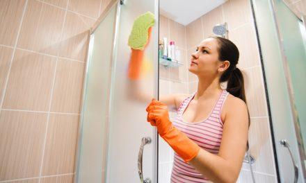 Zo worden tegels en deuren van je badkamer weer glanzend mooi