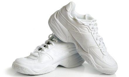 Zo krijg je je sportschoenen stralend wit