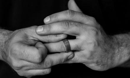 Zo krijg je de ring gemakkelijk van je vinger