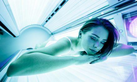 Waarom doet de zonnebank je huid verouderen?