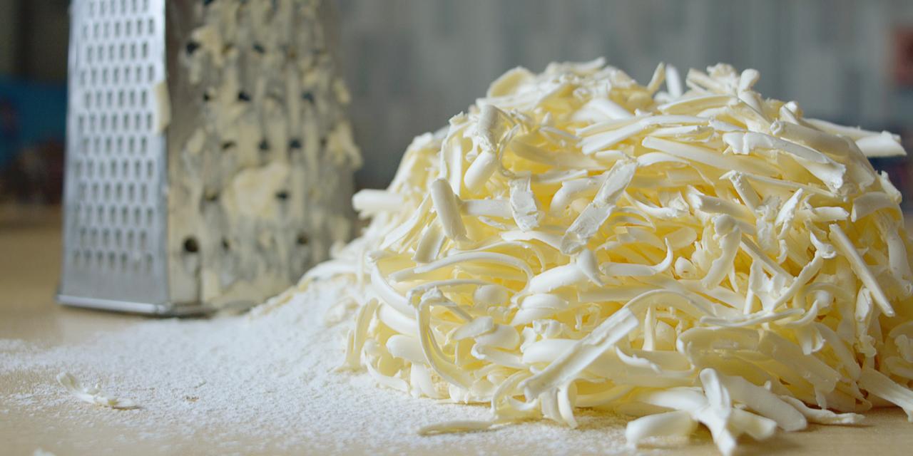 Handig in de keuken: boter invriezen en dan raspen