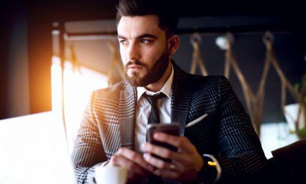Mooie mannen verdienen  meer geld