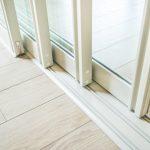 Hoe kan je de rails van je schuiframen perfect schoon maken?