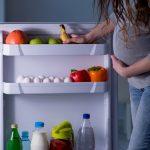 Waarom heeft een zwangere vrouw midden in de nacht trek in aardbeien met slagroom, of augurken met pickles?  En moet ze eten voor twee?