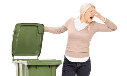 Zo krijg je aangekoekt vuil in je vuilnisbak gemakkelijk los