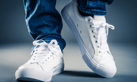 Zo maak je vuile sneakers weer sneeuwwit