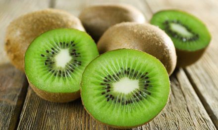 Licht recept voor na de feesten: Kiwi's met gemarineerde mozzarella en olijven