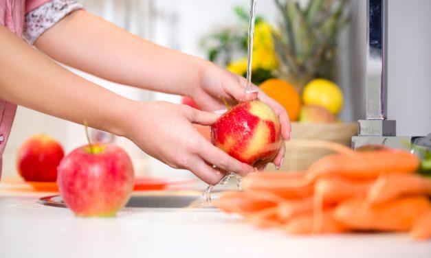 Waarom je altijd fruit en groenten moet wassen vooraleer je het eet