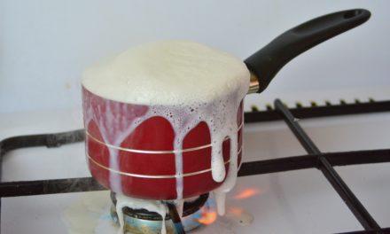 Hoe kookplaat na het overkoken weer krasvrij reinigen?