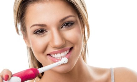 Hoe krijg je hagelwitte tanden?