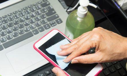Je werkt nu van thuis uit? Hoe reinig je veilig je computerscherm, laptop en iPhone?