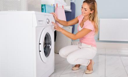 Waarom je af en toe azijn in de wasmachine moet gieten