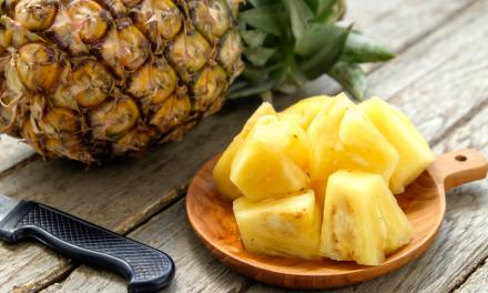 Hoe kan je aangesneden ananas langer vers houden?