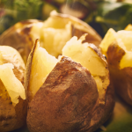 Hoe kun je beletten dat aardappelen in de schil nog ontploffen?